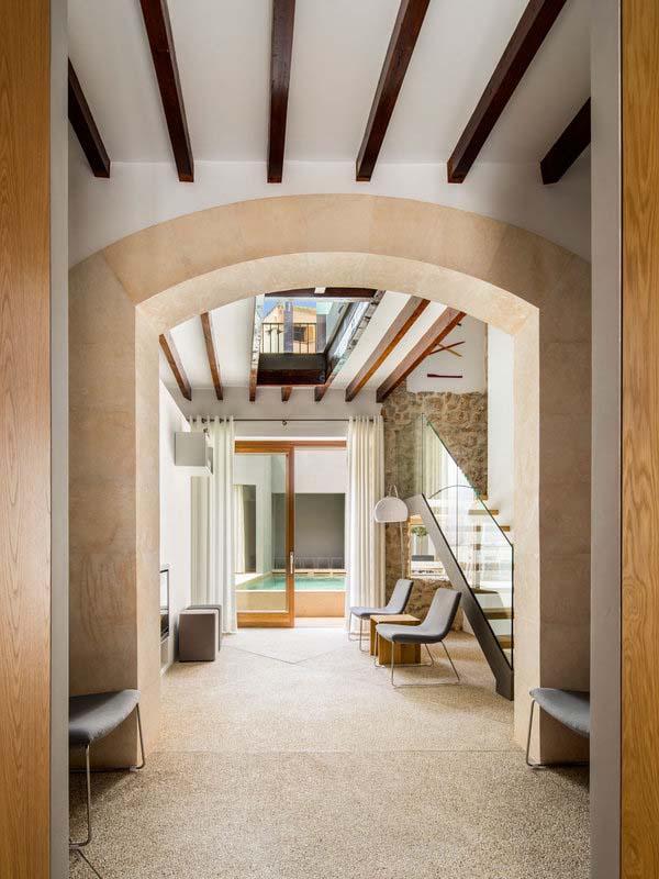 modern-townhouse-renovation-spain-03-1-kindesign