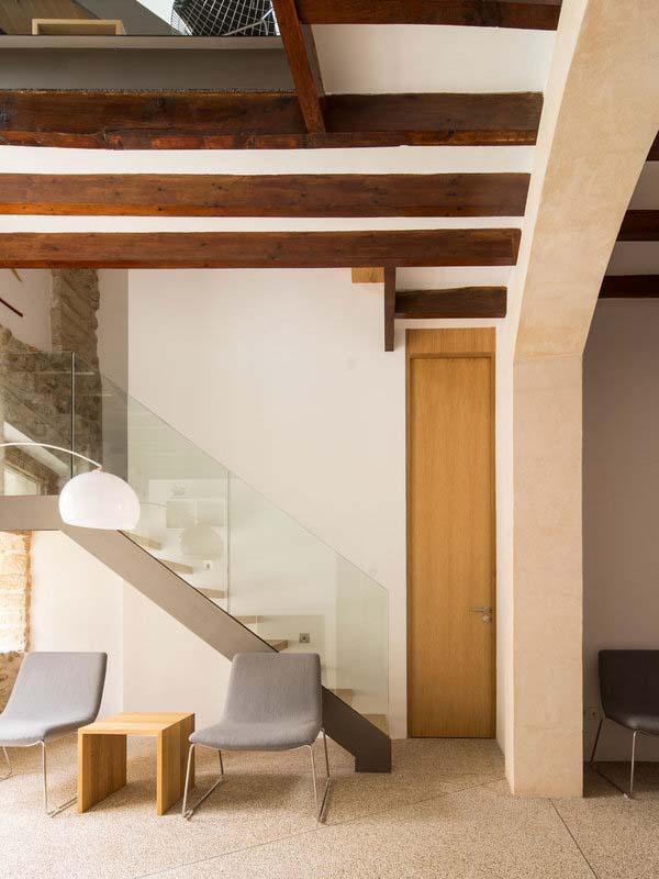 modern-townhouse-renovation-spain-04-1-kindesign