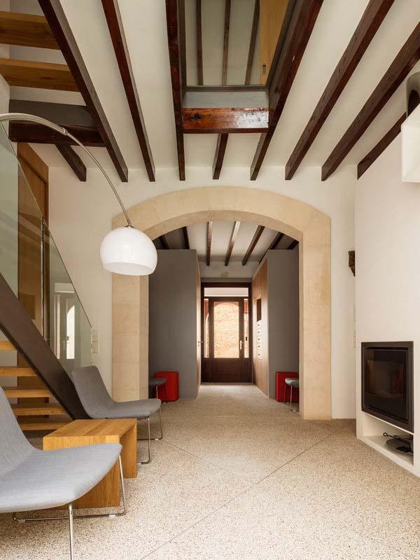 modern-townhouse-renovation-spain-05-1-kindesign