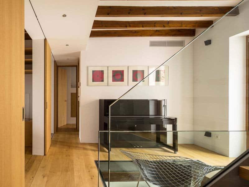 modern-townhouse-renovation-spain-19-1-kindesign