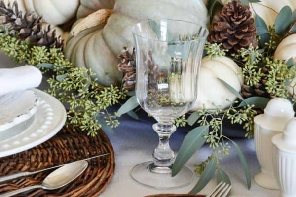 featured posts image for 20+ Thanksgiving tablescape decorating ideas with natural elements
