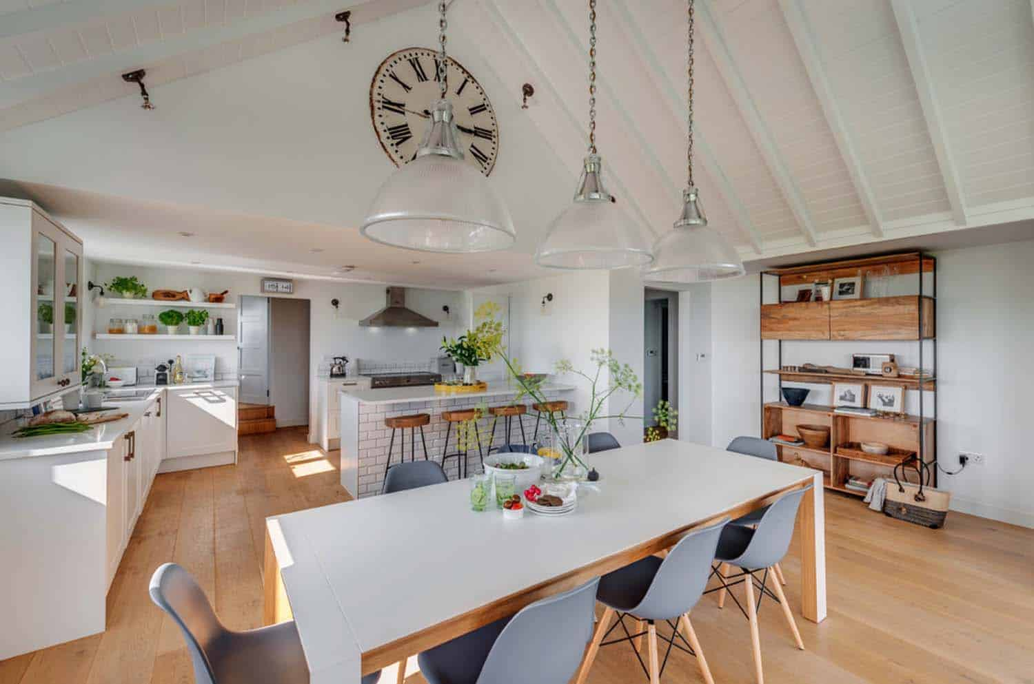 seaside-bungalow-renovation-woodford-architecture-06-1-kindesign
