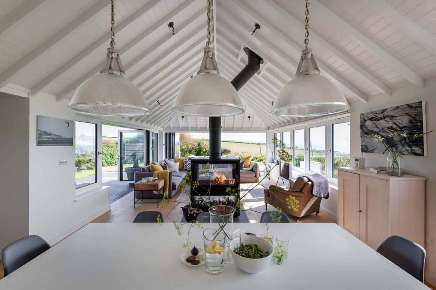 seaside-bungalow-renovation-woodford-architecture-07-1-kindesign