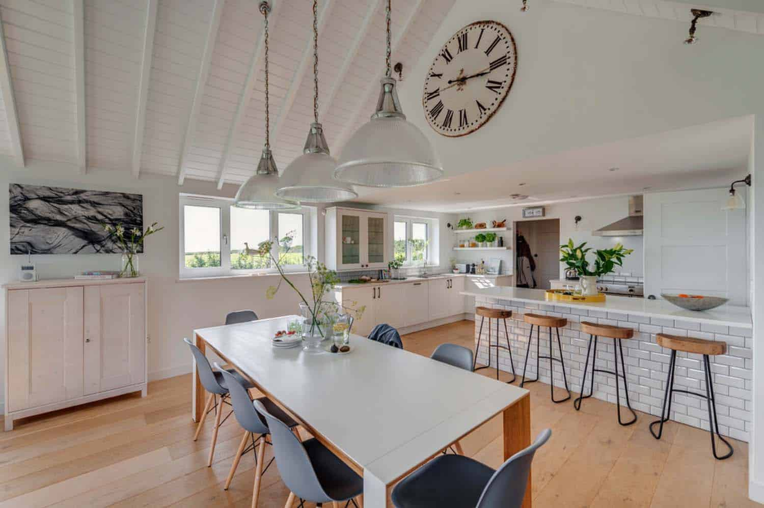 seaside-bungalow-renovation-woodford-architecture-08-1-kindesign