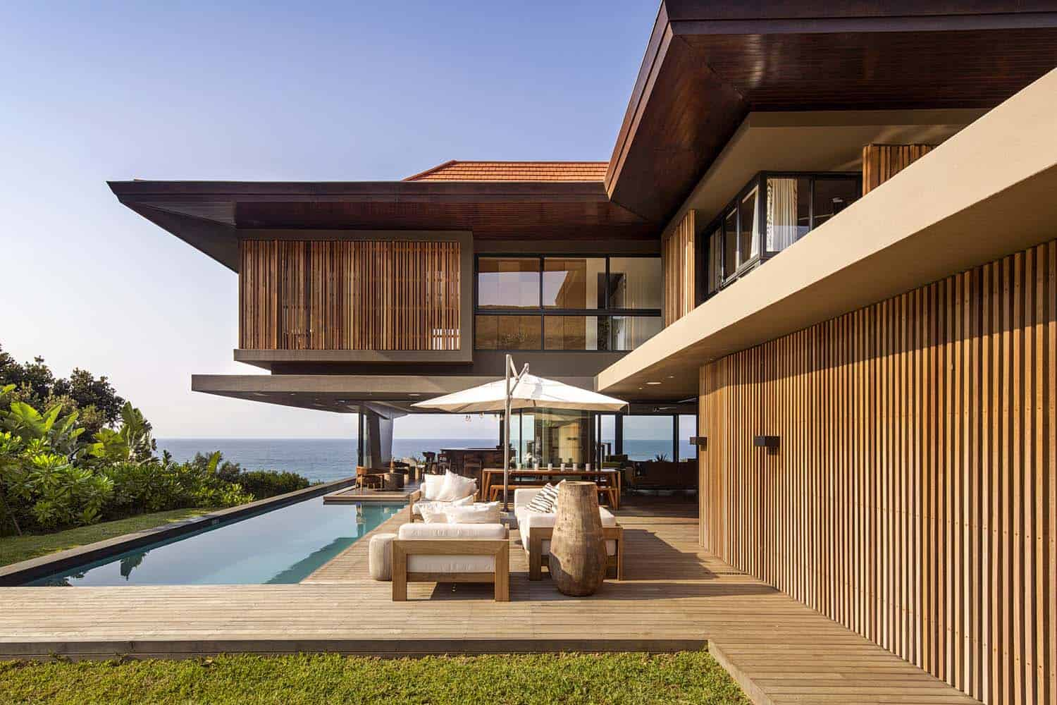 Modern tropical style home nestled along the dolphin coast for Mordern house