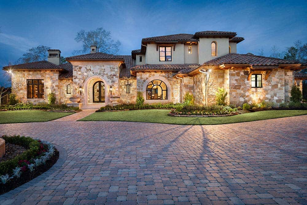 tuscan-transitional-home-jauregui-architecture-02-1-kindesign
