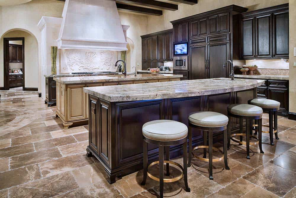 tuscan-transitional-home-jauregui-architecture-11-1-kindesign