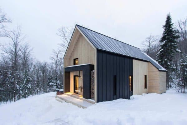 featured posts image for Scandinavian-inspired cottage surrounded by forest in Quebec