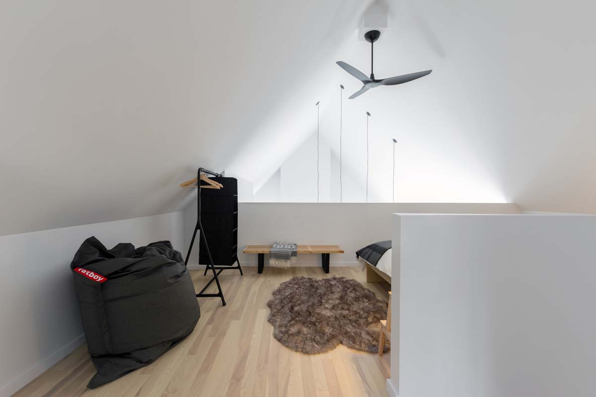 charming-contemporary-residence-cargo-architecture-12-1-kindesign