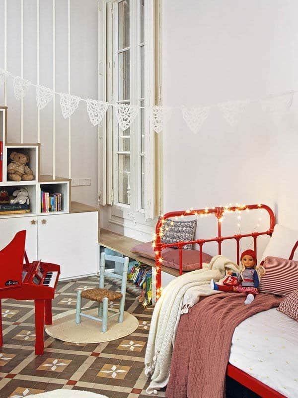 christmas-decorated-apartment-pia-capdevila-12-1-kindesign
