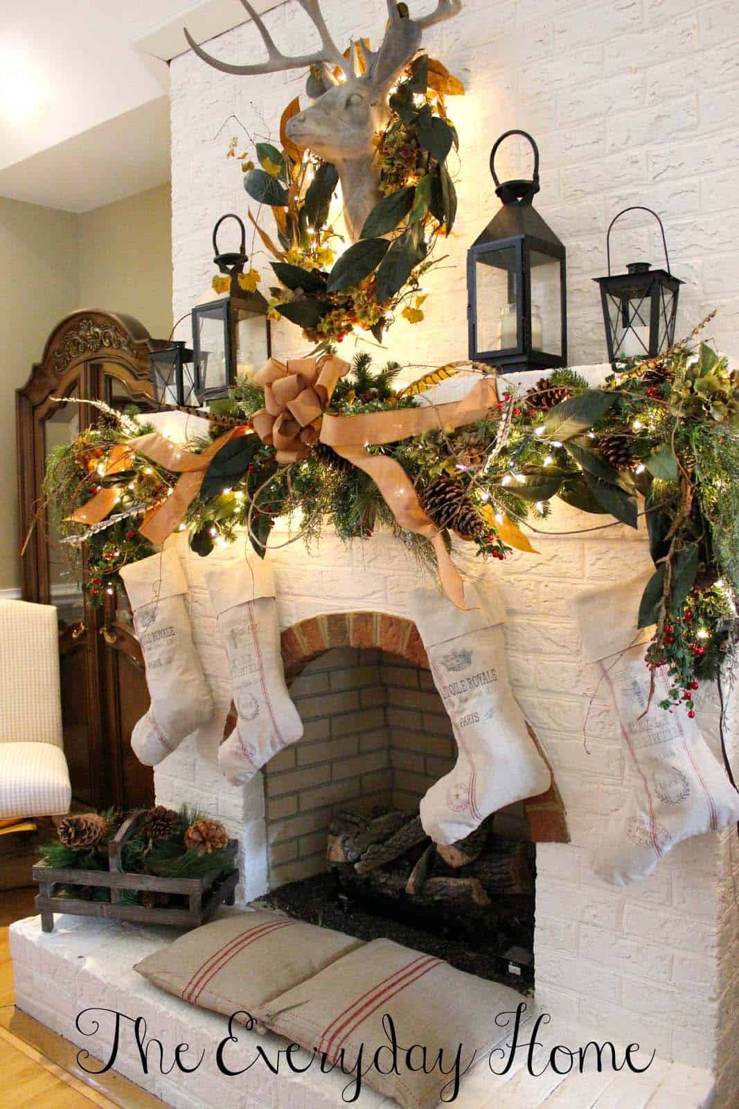 cozy-christmas-decorated-homes-05-1-kindesign