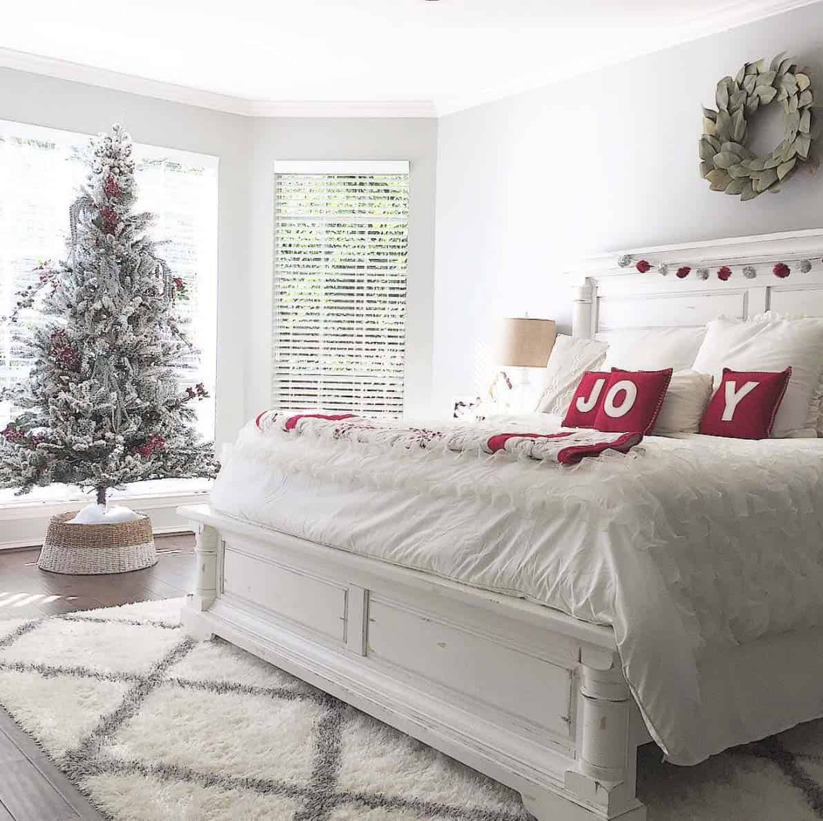 cozy-christmas-decorated-homes-07-1-kindesign
