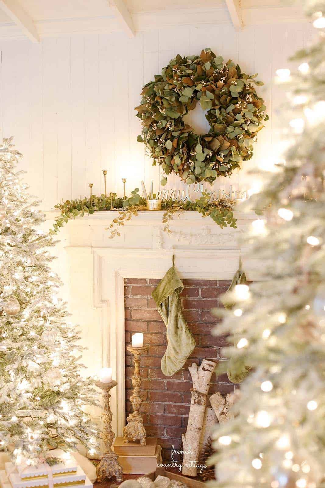 cozy-christmas-decorated-homes-10-1-kindesign