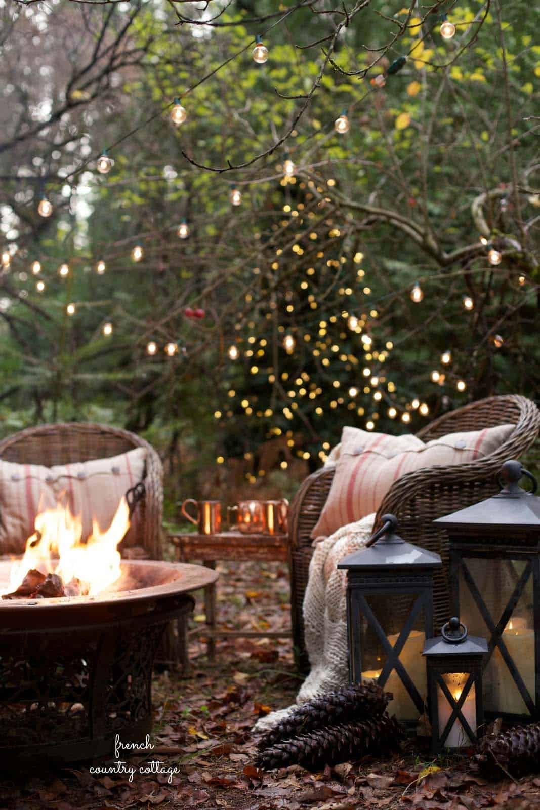 cozy-christmas-decorated-homes-13-1-kindesign