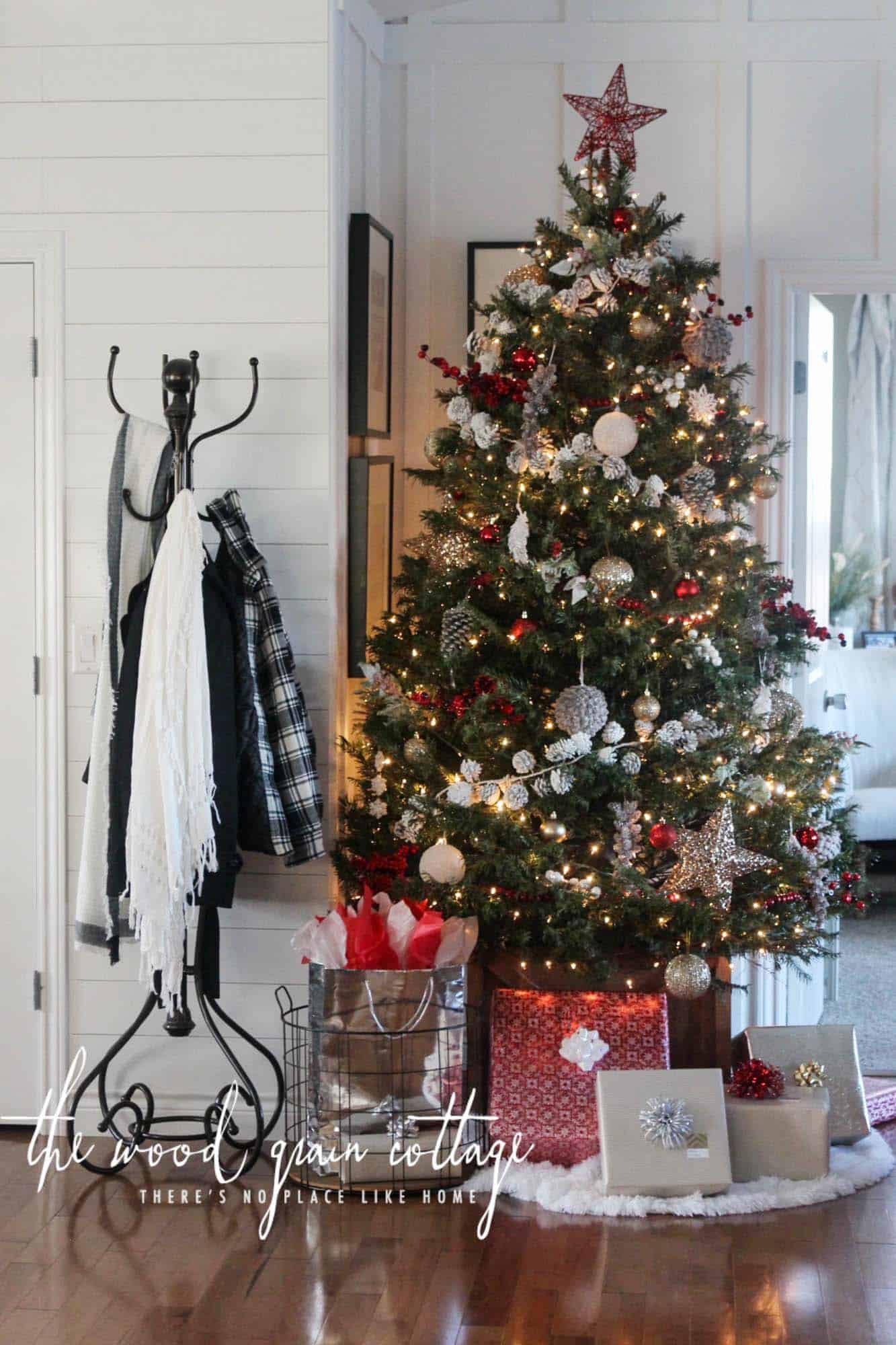 cozy-christmas-decorated-homes-16-1-kindesign