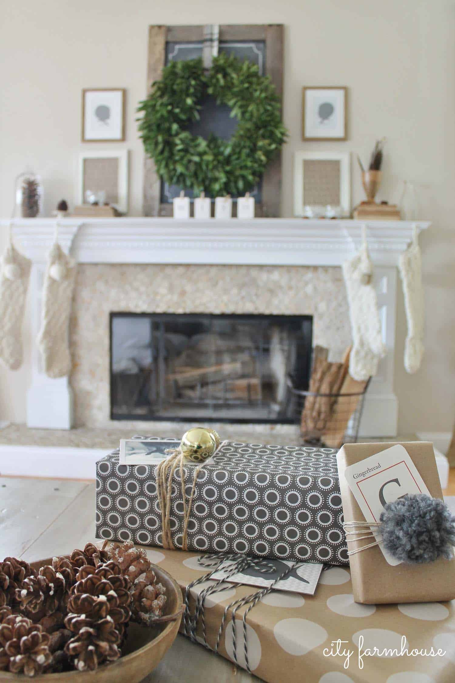 cozy-christmas-decorated-homes-23-1-kindesign