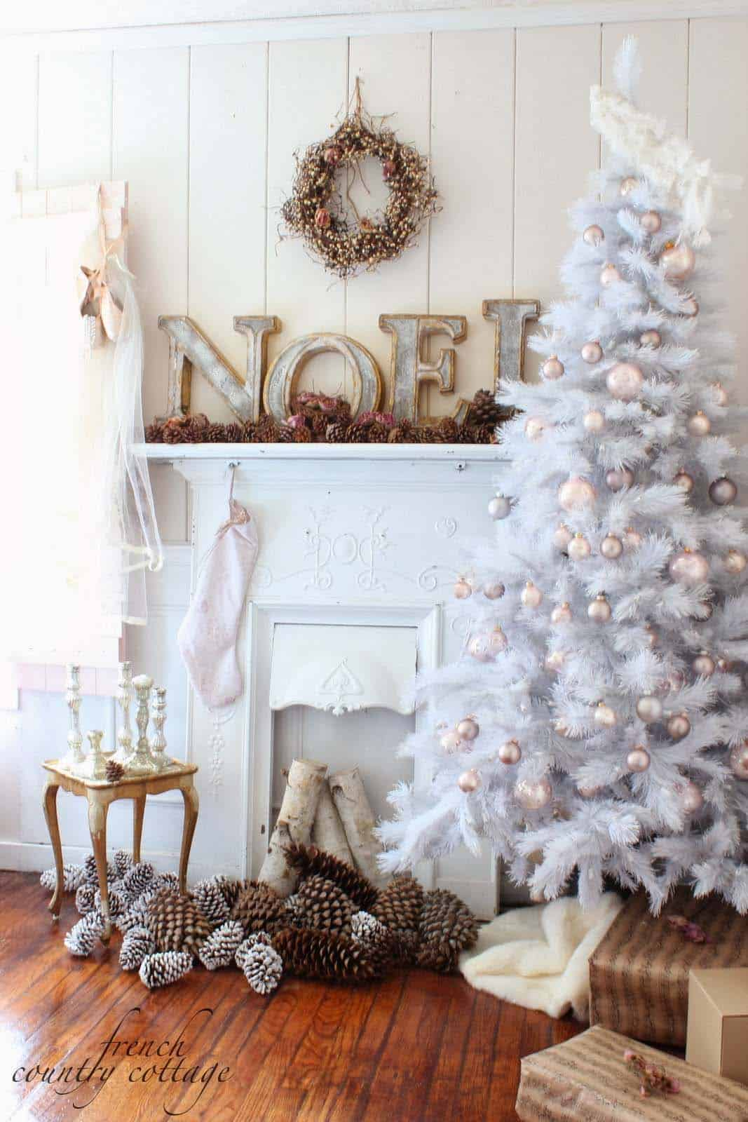 cozy-christmas-decorated-homes-30-1-kindesign