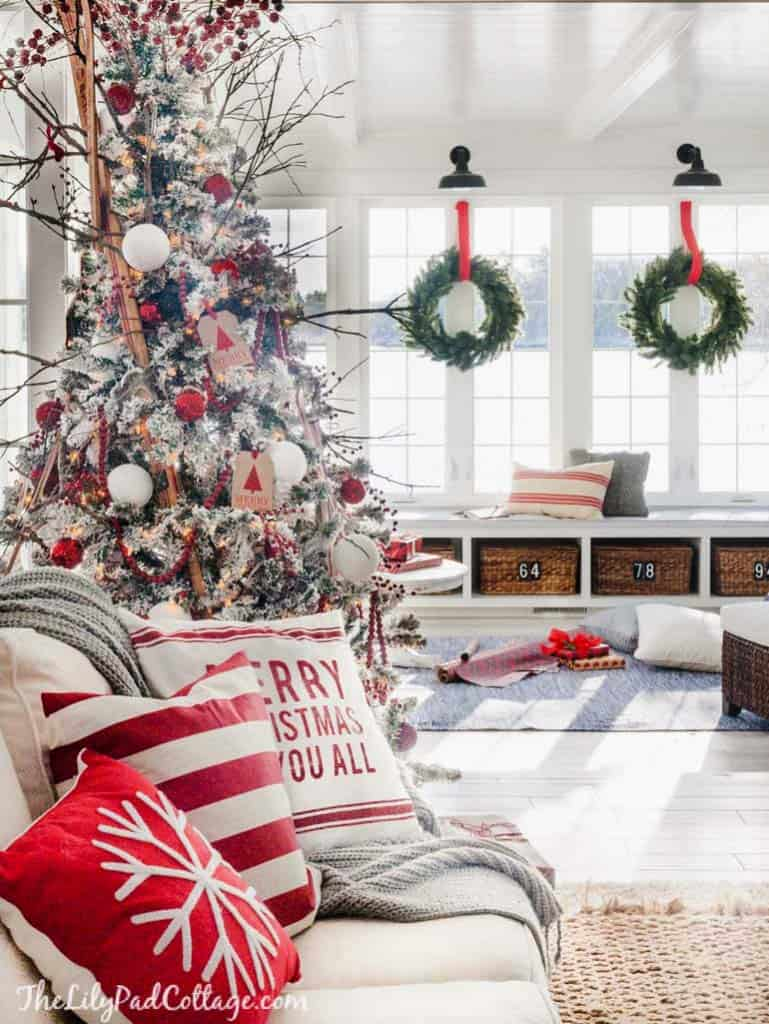 cozy-christmas-decorated-homes-40-1-kindesign