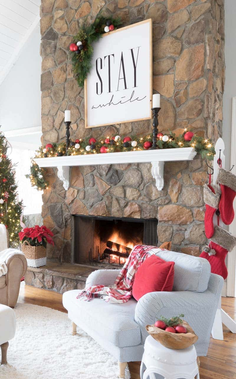 cozy-christmas-decorated-homes-45-1-kindesign