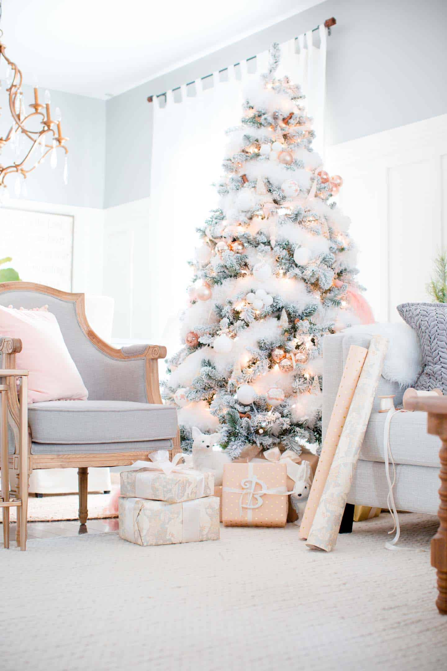 cozy-christmas-decorated-homes-46-1-kindesign