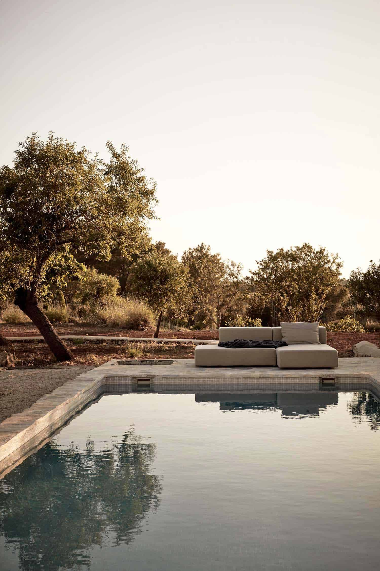 ibiza-holiday-house-annabell-kutucu-01-1-kindesign