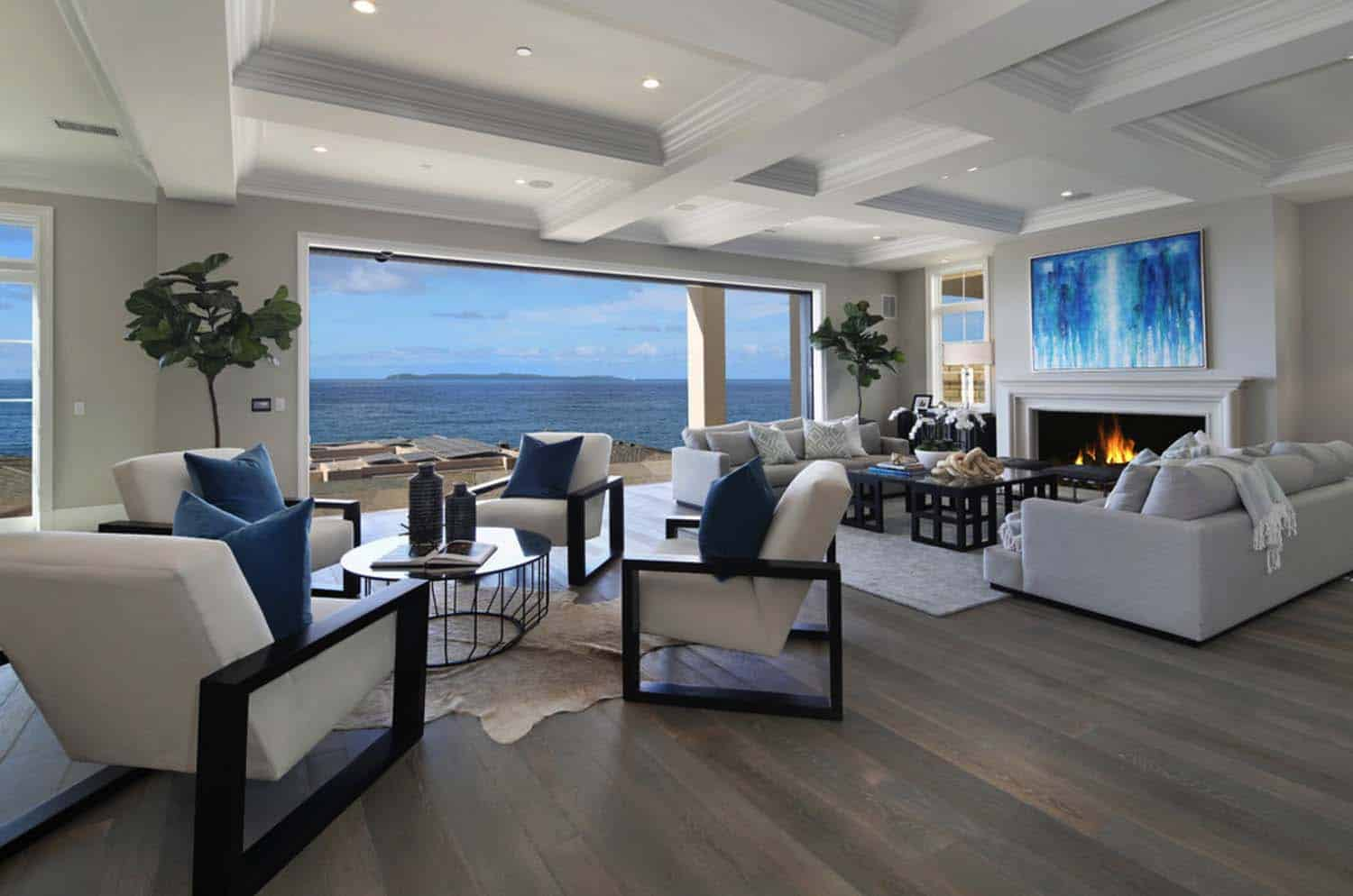 Southern california beach house with a fresh take on for Beach design rooms
