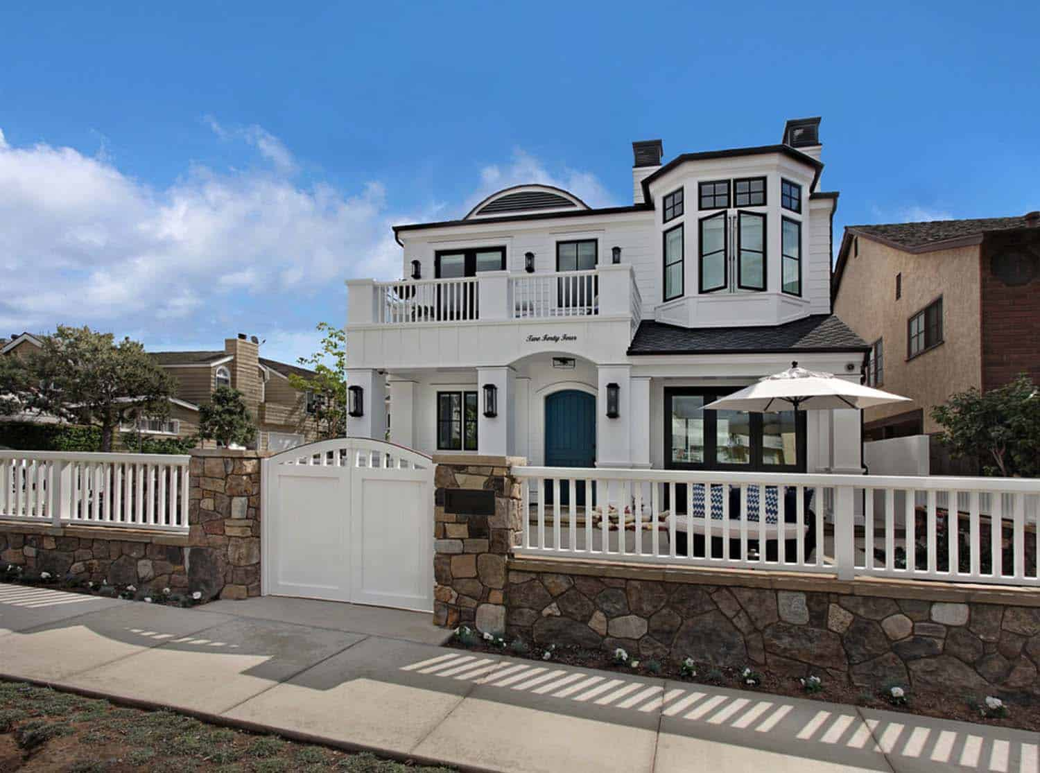 Beach Style Home-Patterson Custom Homes-20-1 Kindesign