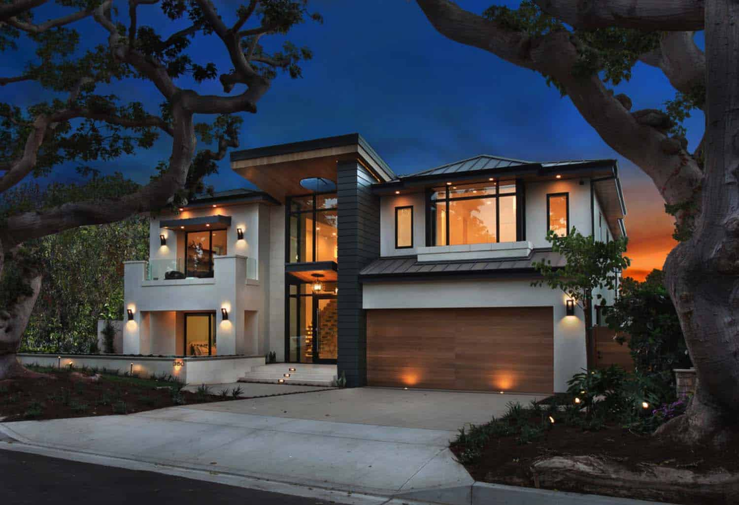 An ultra modern home infused with warmth in newport beach for Contemporary home builders