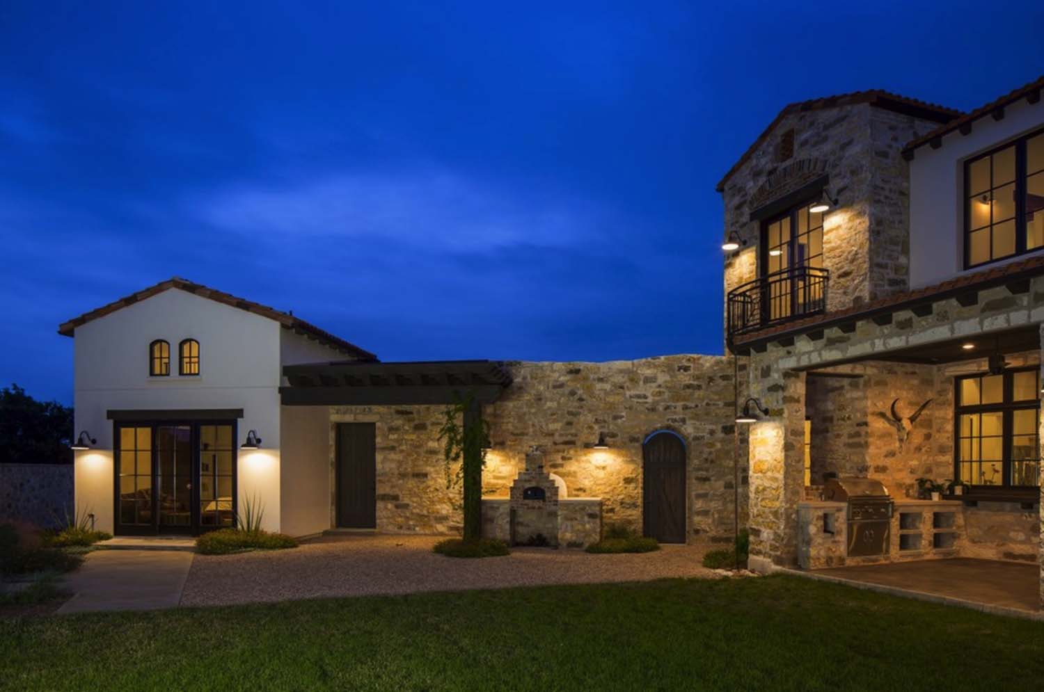 contemporary-italian-farmhouse-vanguard-studio-07-1-kindesign