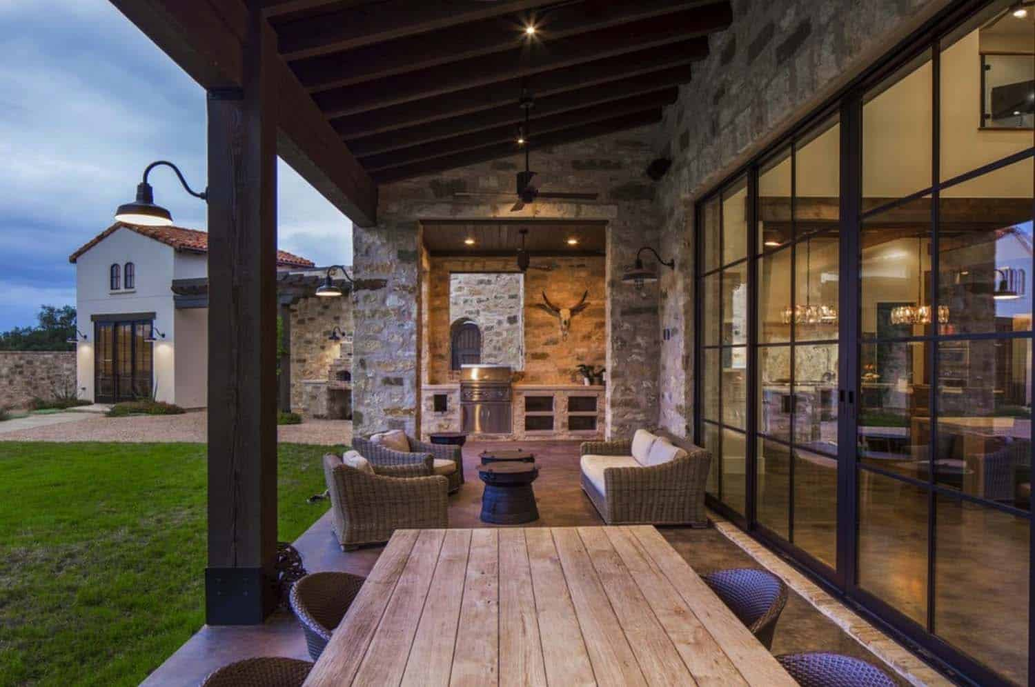 contemporary-italian-farmhouse-vanguard-studio-19-1-kindesign