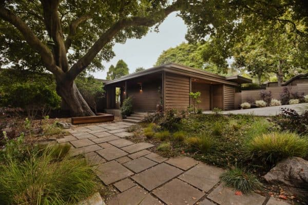 featured posts image for Mid-century modern remodel in California with a central courtyard