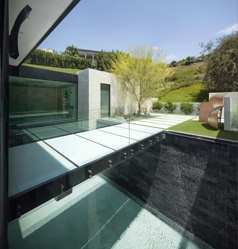 modern-hillside-home-mcclean-architects-03-1-kindesign