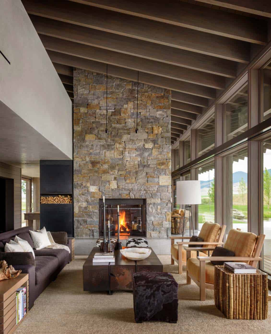 Montana Ranch House Embraces Its Striking River Valley