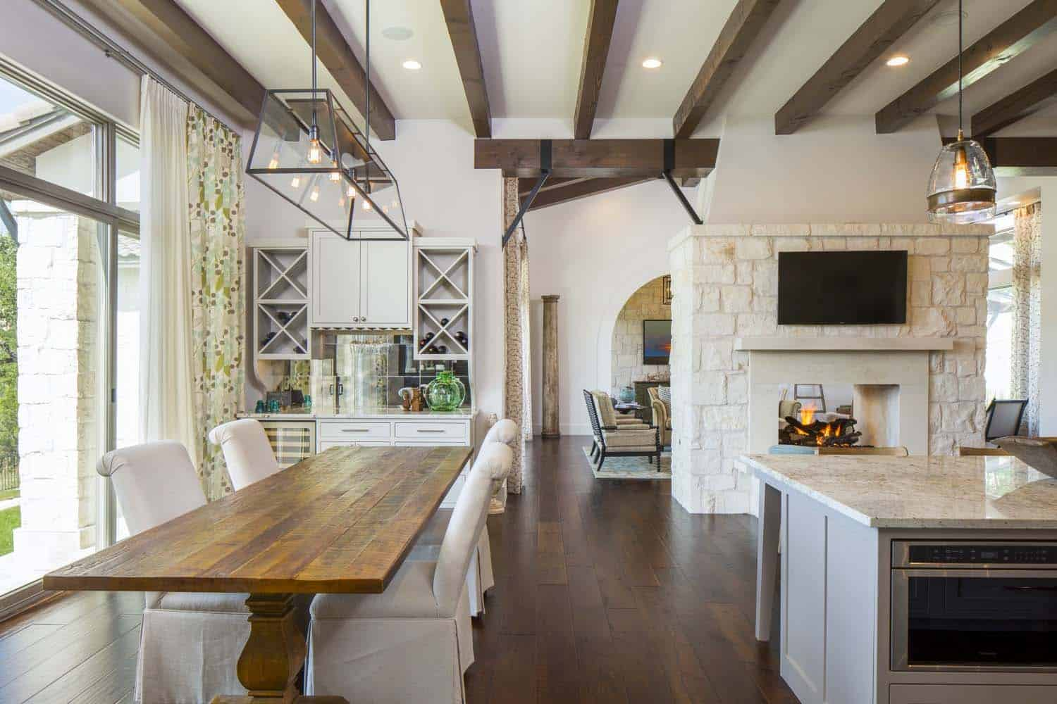 transitional-farmhouse-design-vanguard-studio-15-1-kindesign