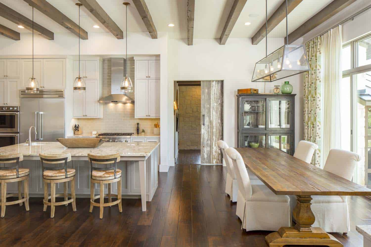 transitional-farmhouse-design-vanguard-studio-18-1-kindesign