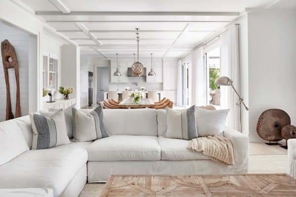 featured posts image for Captivating beach house in Amagansett with stylish details
