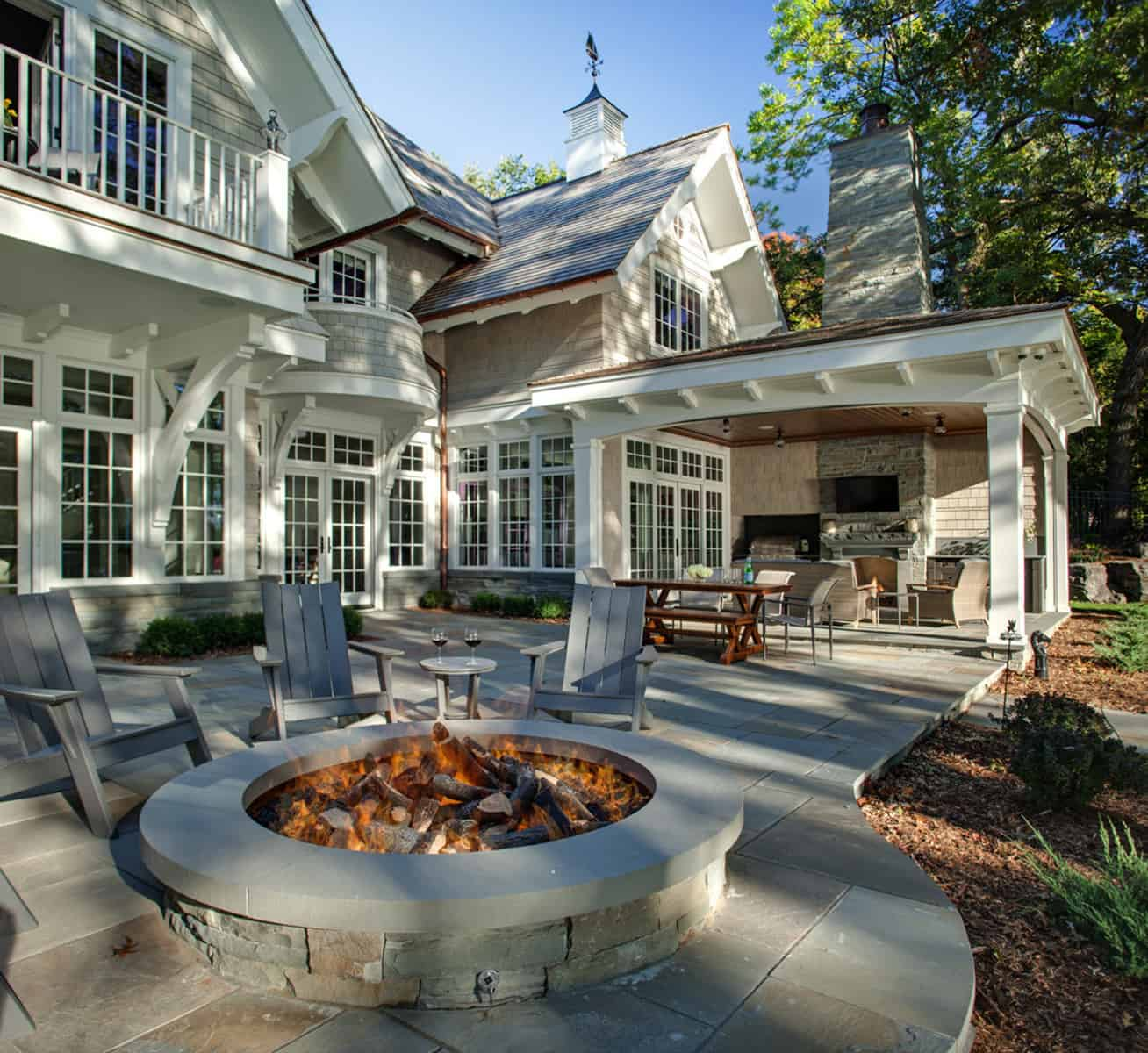 contemporary-deck-with-a-fire-feature