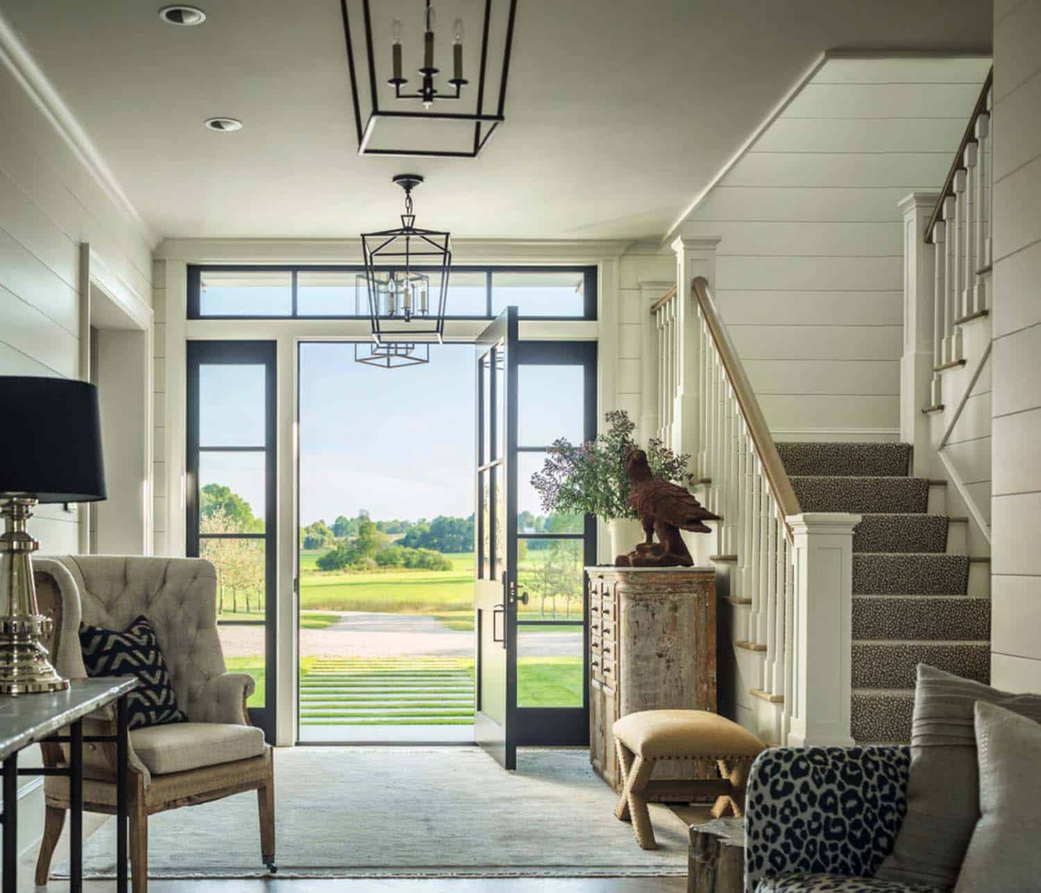 Modern Farmhouse Interior Design: Traditional Farmhouse Style Dwelling In Vermont With A