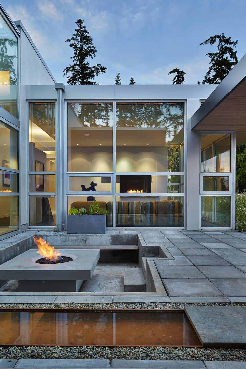 Contemporary Hillside Residence-Castanes Architects-02-1 Kindesign