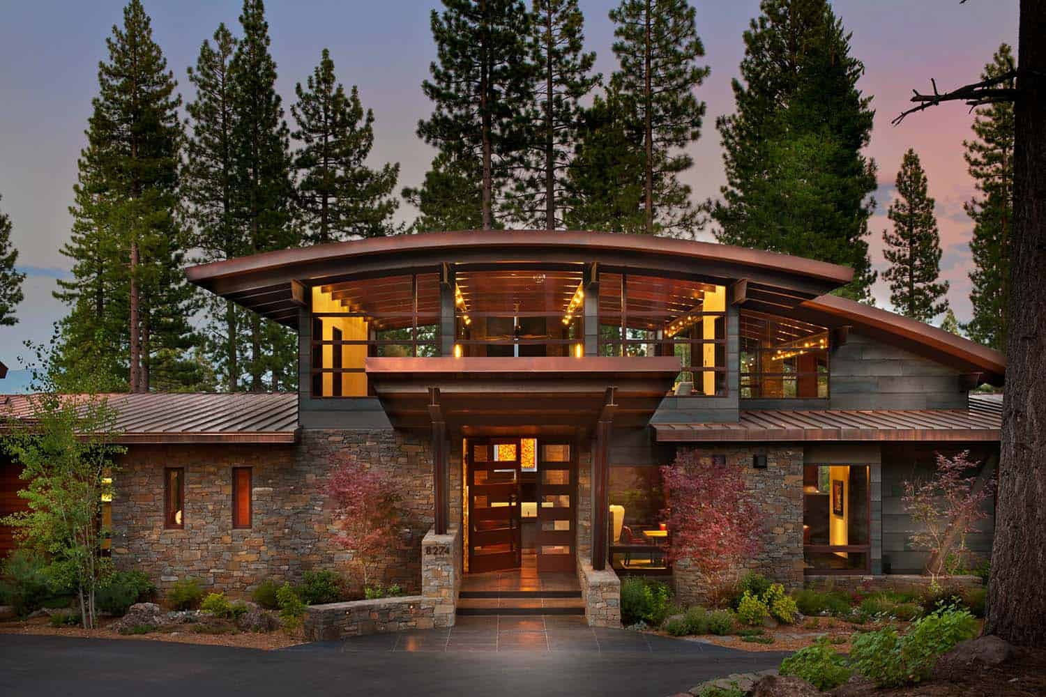 A spectacular modern mountain style dwelling in martis camp for Modern rustic house designs