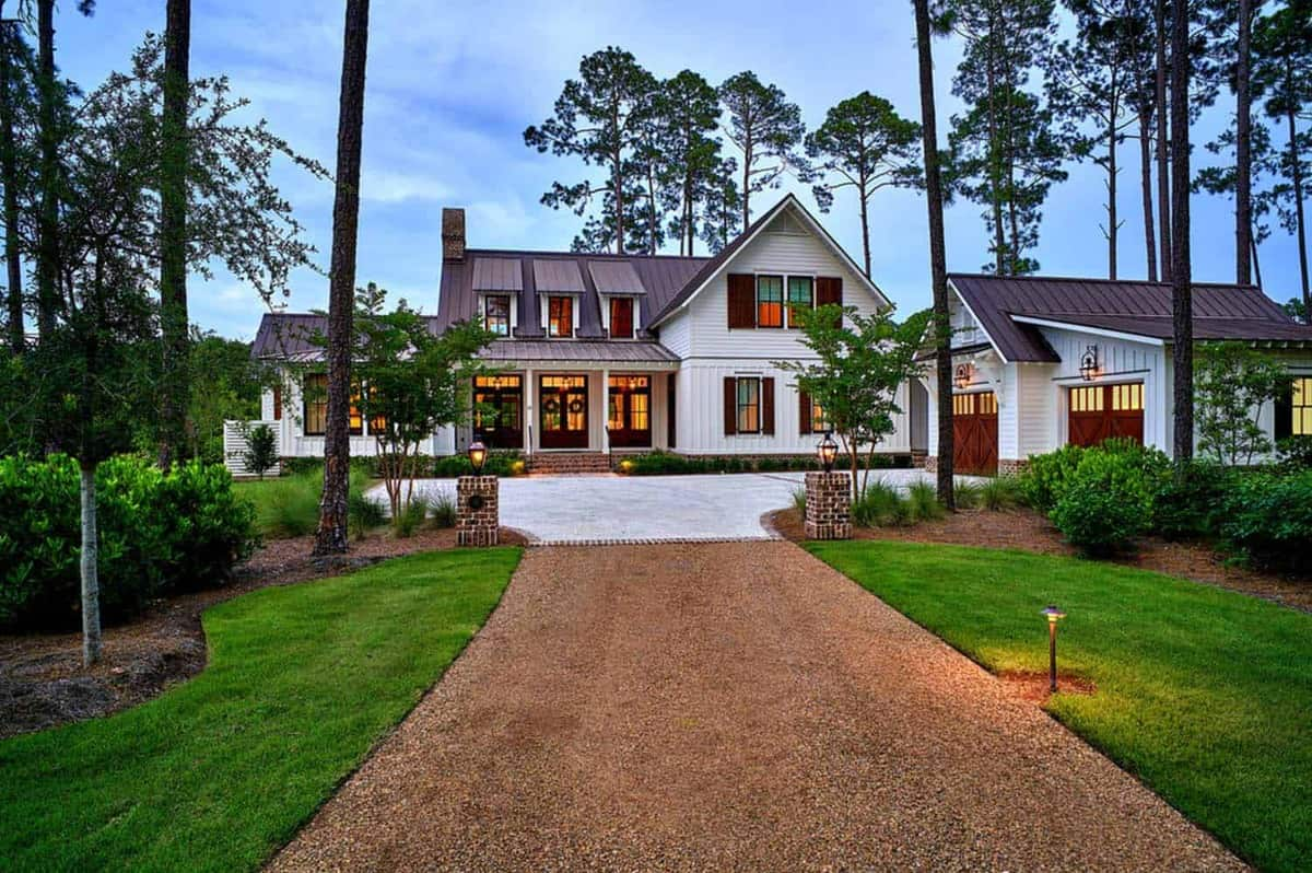 Exquisite south carolina farmhouse evoking a low country style for Low country homes