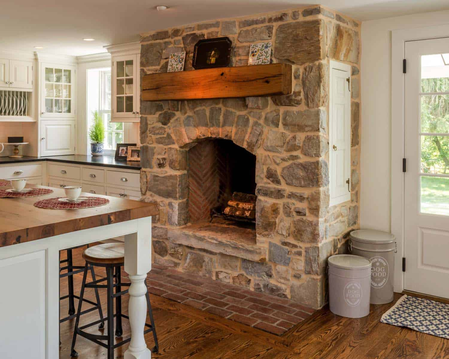 25 Fabulous Kitchens Showcasing Warm And Cozy Fireplaces