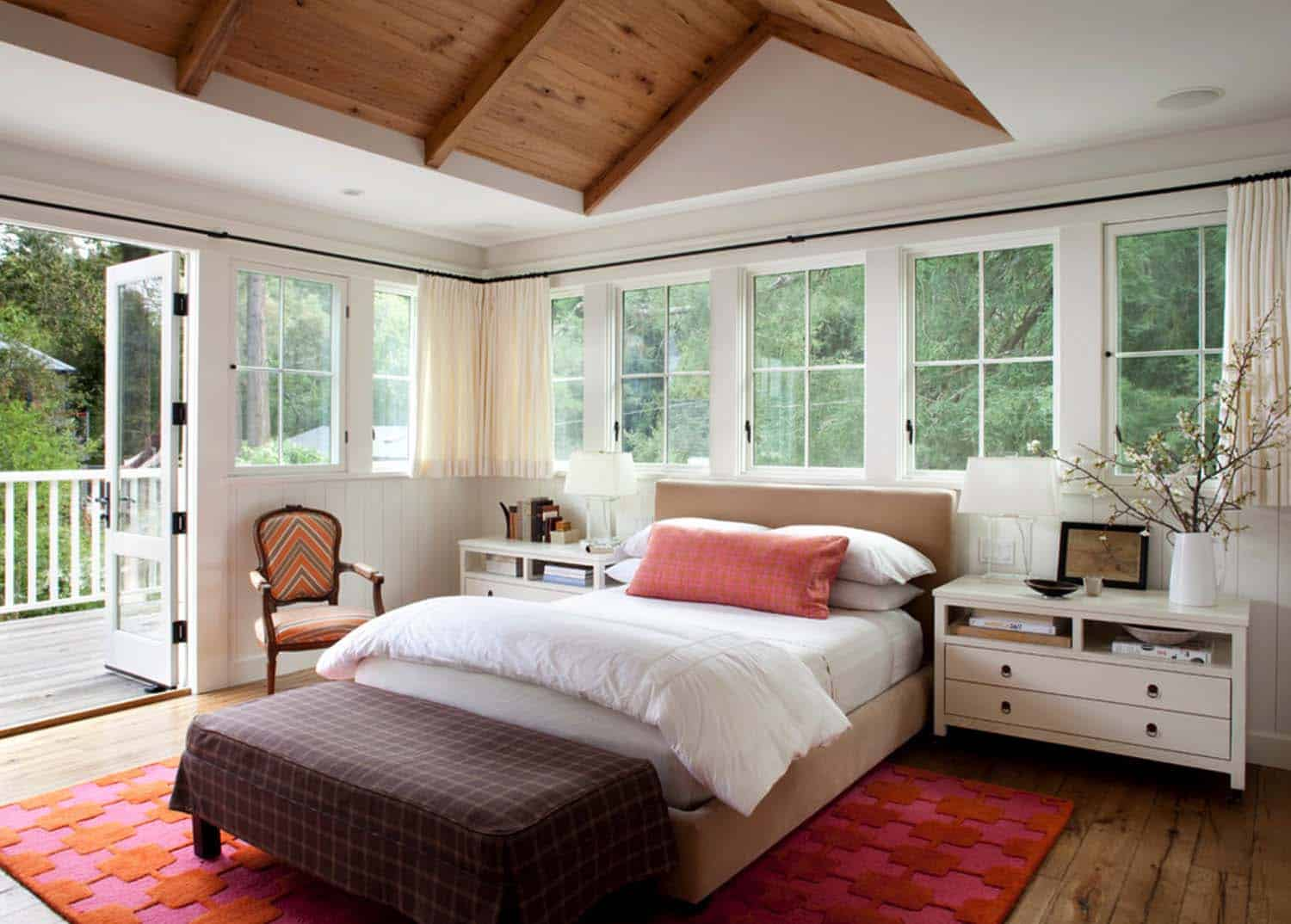 33 stunning master bedroom retreats with vaulted ceilings for Villa de luxe moderne interieur chambre