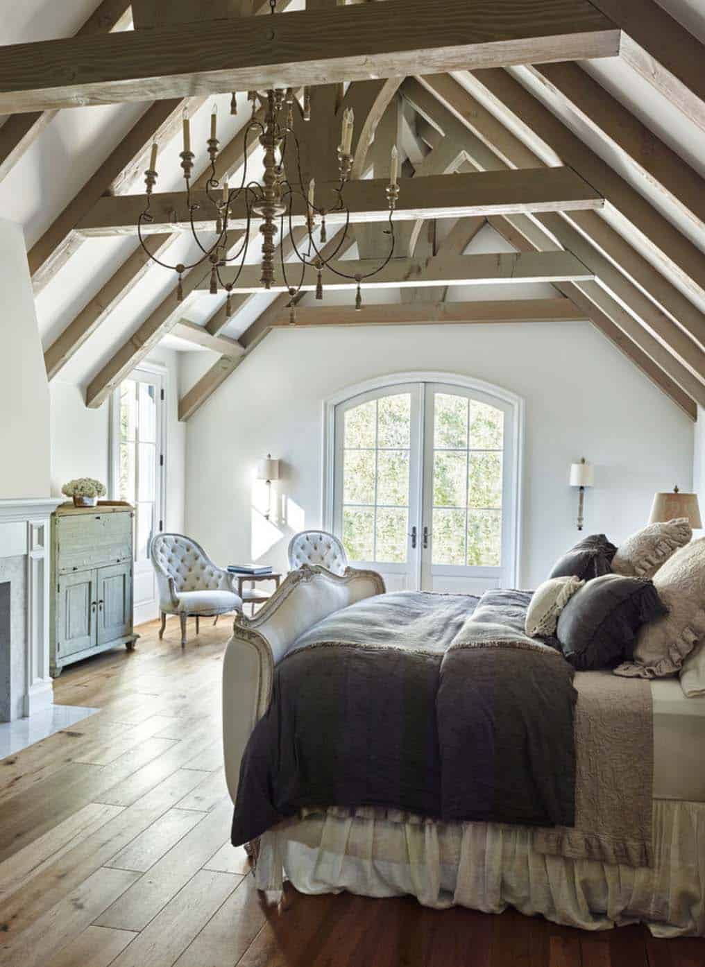 33 stunning master bedroom retreats with vaulted ceilings for Designer inspired bedding