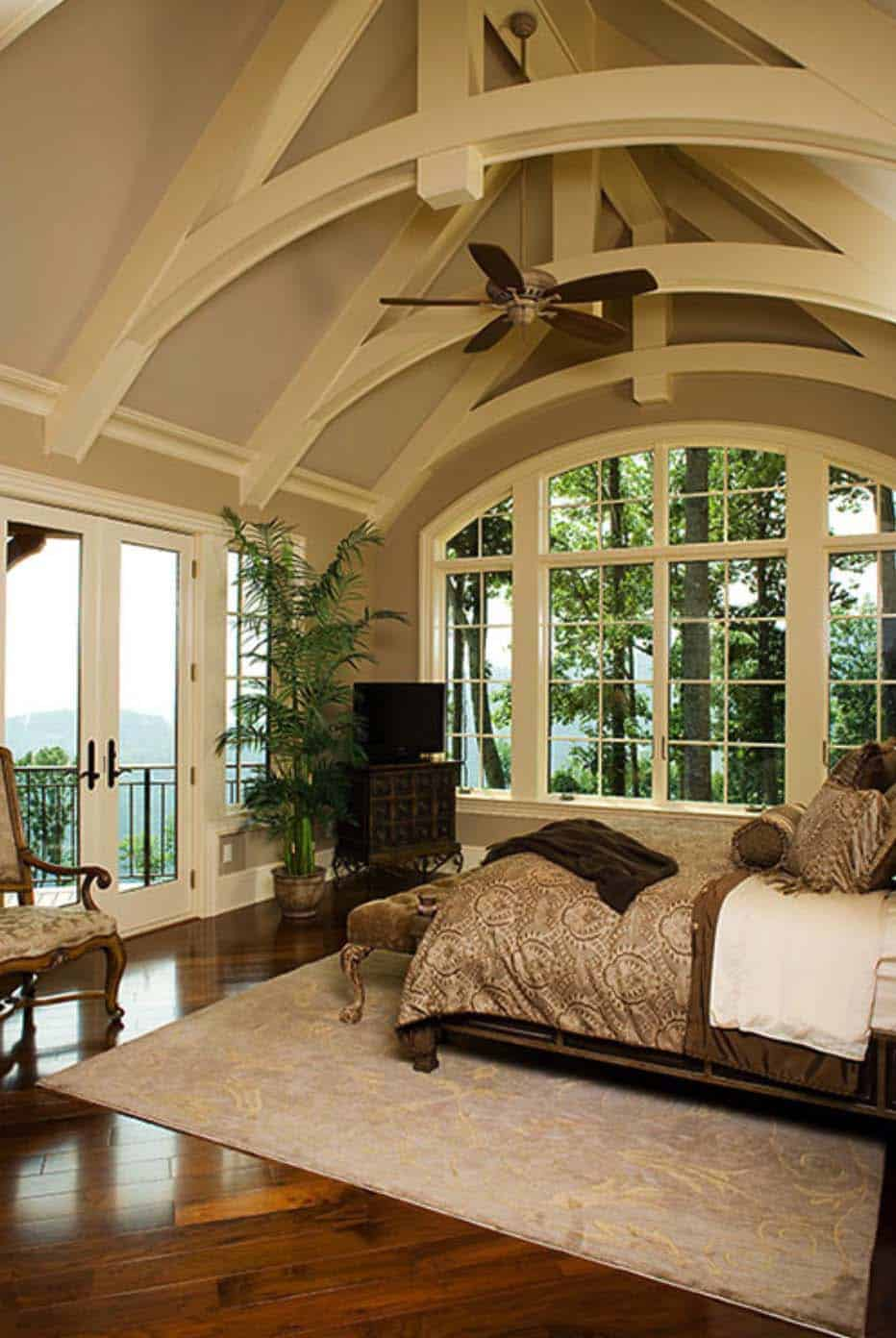 33 stunning master bedroom retreats with vaulted ceilings for Home plans with vaulted ceilings