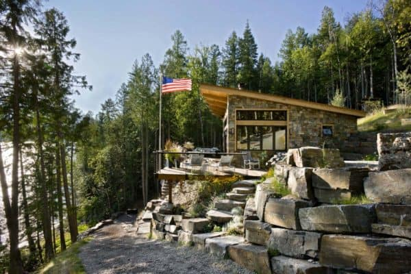 featured posts image for Compact yet stunning modern-rustic cabin perched over Swan Lake