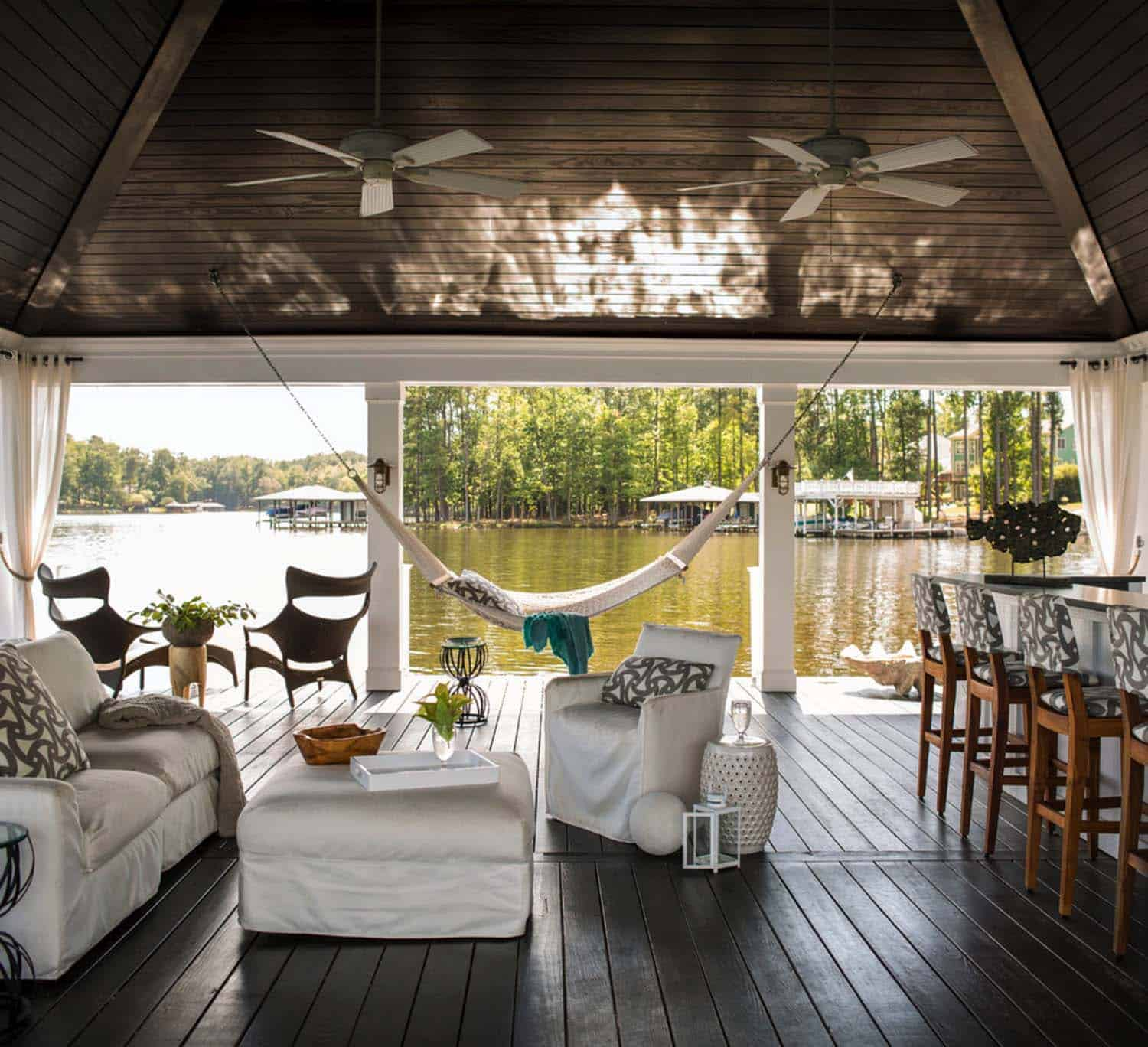 Beach House Decks: 30+ Amazing Beach Style Deck Ideas Promoting Relaxation