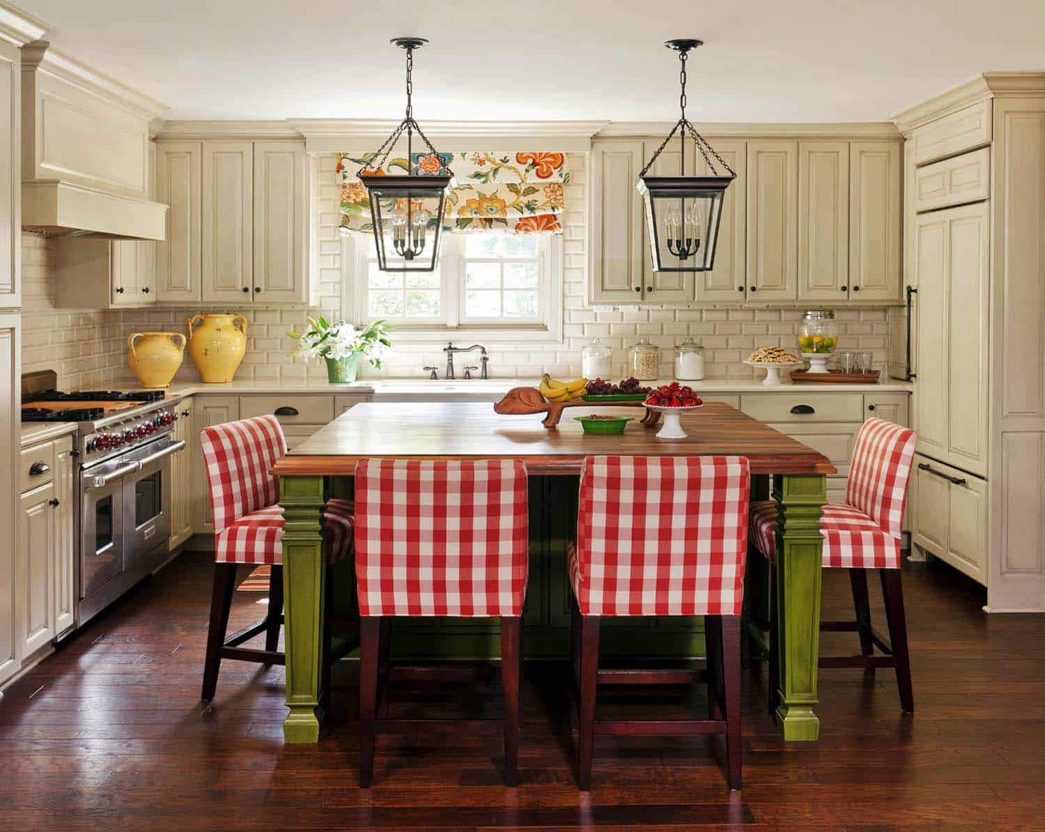 33 Amazing country-chic kitchens brimming with character