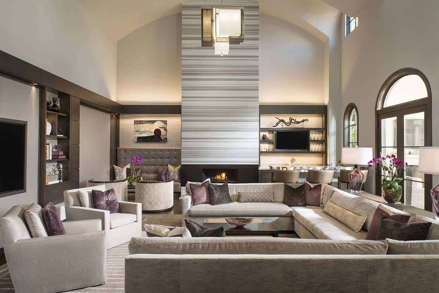 Luxurious modern home with striking entertaining spaces in Texas