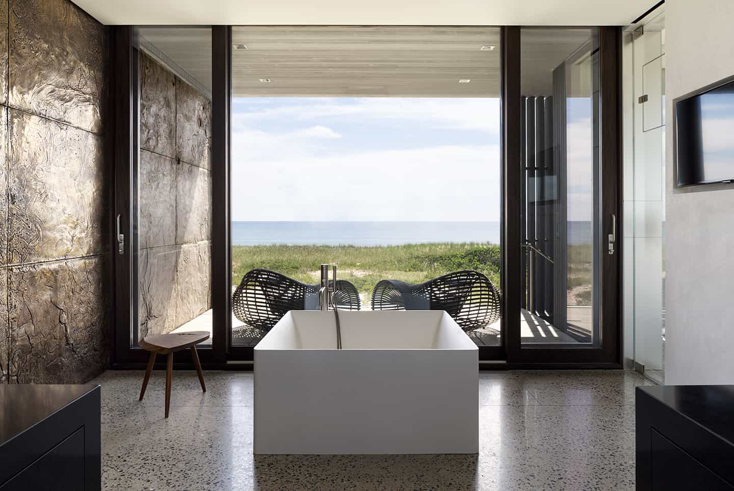 freestanding-bathtub-with-a-view
